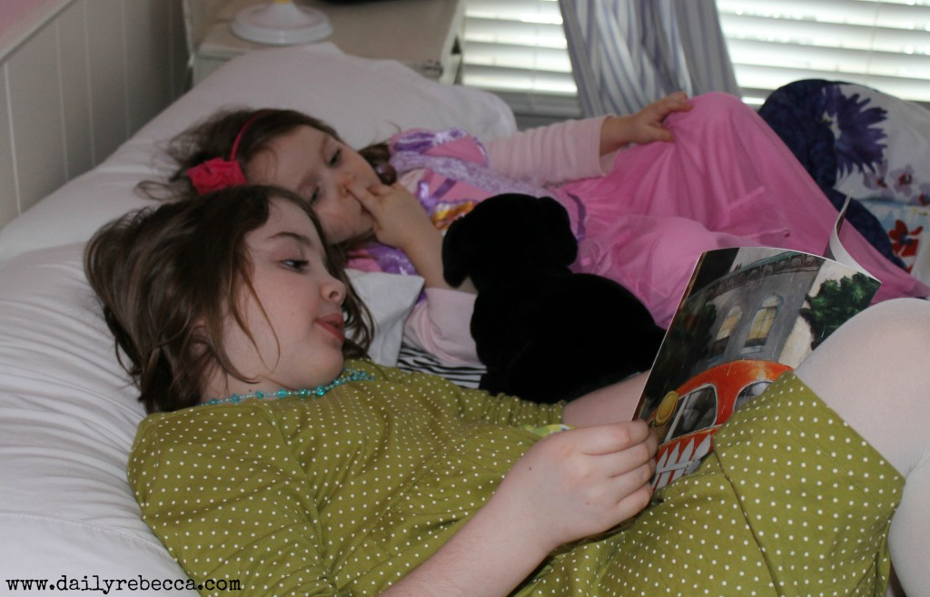 cute cousins reading
